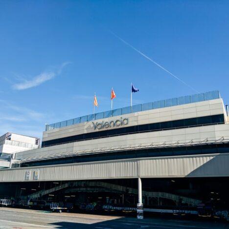 El aeropuerto de Vigo acoge feria de coches de ocasión