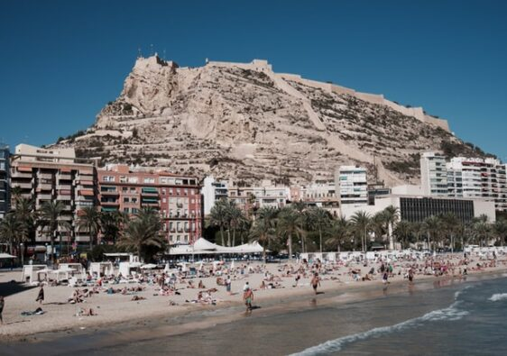 alicante destino lgbti friendly