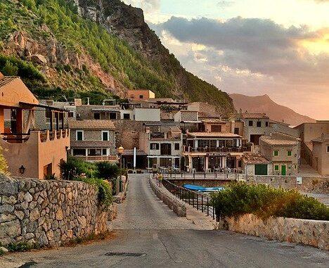 Cómo viajar este verano a las islas Canarias y Baleares