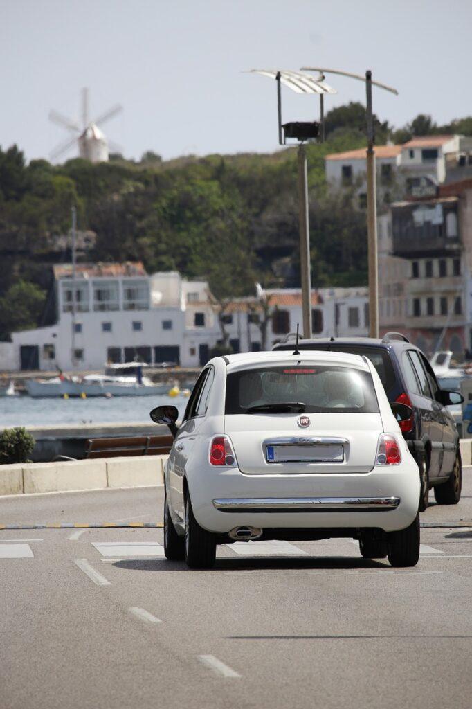 alquilar coche en menorca en verano