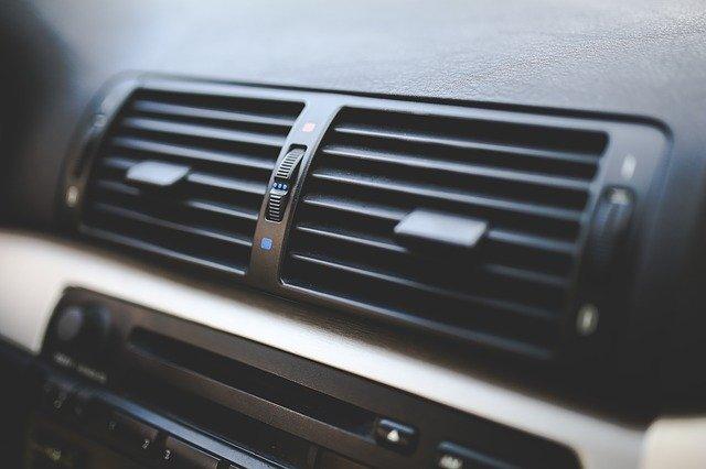 coche de alquiler en verano - aire acondicionado